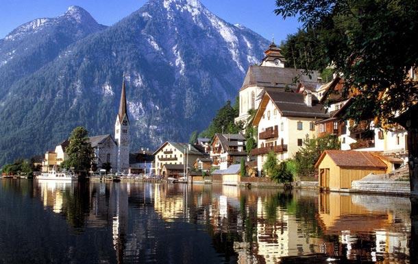 Österreich ist reich an Natur- und Kulturschätzen. Zum Beispiel zieht das Alpendorf Hallstatt immer wieder Touristen aus aller Welt an (Foto: Österreich Werbung)