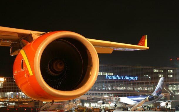 Flughafen Frankfurt/Main bei Nacht 610x384