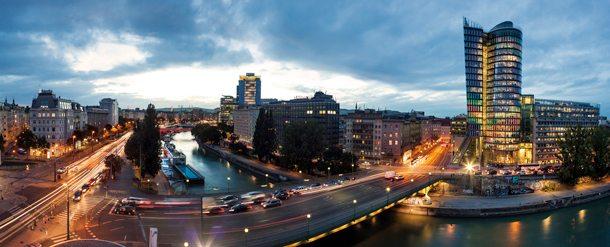Blick über Wien mit Uniqua-Tower