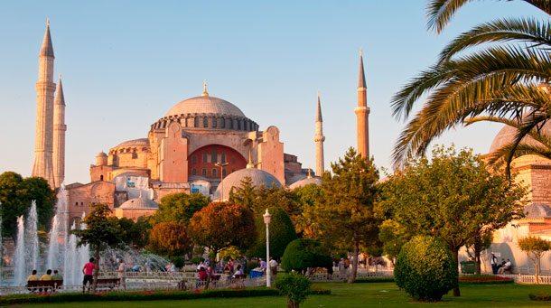 In der Nähe der Hagia Sofia-Moschee sprengte sich ein IS-Selbstmörder in die Luft und riß mehr als zehn Touristen mit in den Tod (Foto: Archiv/TUI)