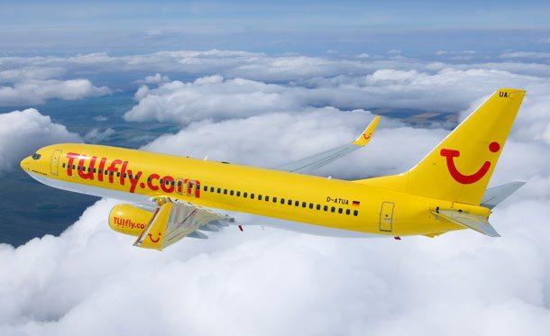Eine Boeing B737 im gelben TUIfly-Look