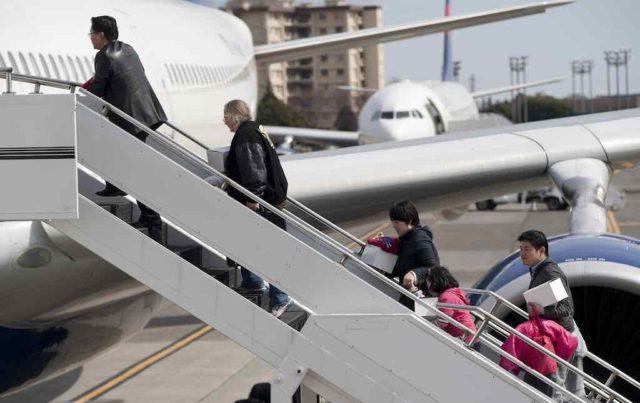 Passagiere auf der Gangway