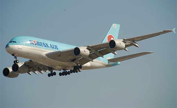 Korean Air Airbus A380-861 beim Landeanflug auf den Los Angeles Airport (LAX)