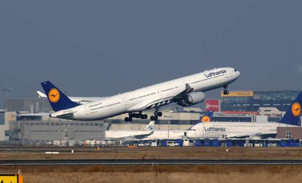 Lufthansa Airbus340-600 im Start
