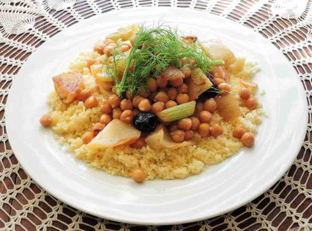 Tunesien: Teller mit Couscous