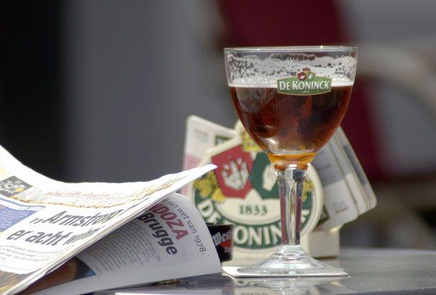 Legendäres Bier und Bierglas De Koninck
