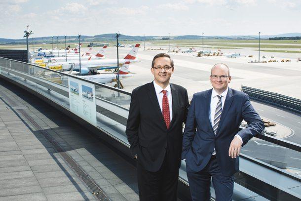 Dr. Günther Ofner und Mag. Julian Jäger, Vorstand der Flughafen Wien AG, sind mit dem Jahresgebnis für 2015 zufrieden (Foto: Flughafen Wien AG)