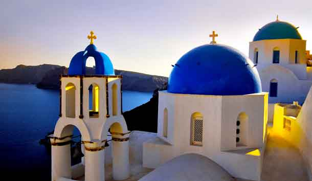 Ob auf der Insel Santorin oder am Festland: Urlauber, die nach Griechenland reisen, müssen ab 2018 für den Aufenthalt pro Nacht und Zimmer mehr bezahlen (Foto: TUI Austria)