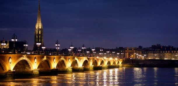 Pont de pierre, zentrale Brücke in der Altstadt von Bourdeaux (Foto: Pixabay)