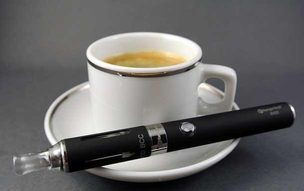 Aus Sicherheitsgründen verbieten die USA künftig E-Zigaretten im aufgegebenen Fluggepäck (Foto: Pixabay)