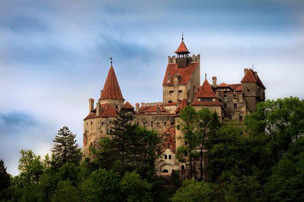 Reise ins kalte Herz Rumäniens, wo in Transsilvanien das legendäre Dracula-Schloß Iran steht (Foto: Dorre Cezar, Wiki Commons)