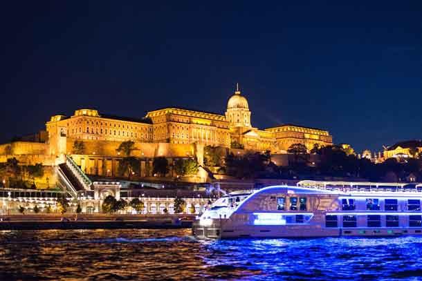 Die schönsten Städte an der Donau mit einer Flusskreuzfahrt erleben: Immer mehr Reisende entdecken den Zauber einer Donaureise (Foto: Skeeze, Pixabay)