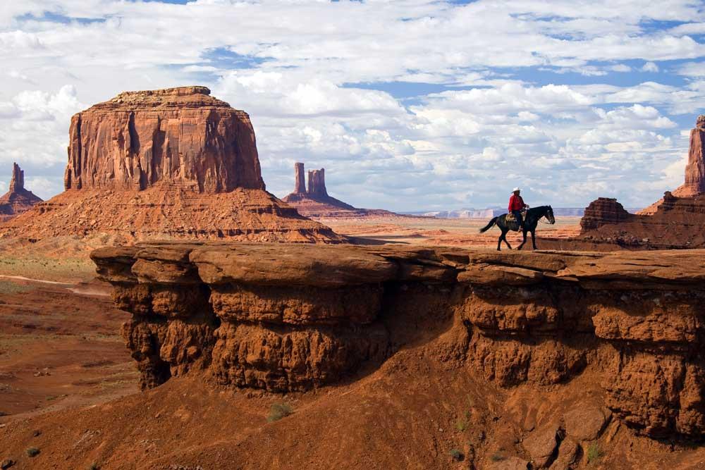 Das Navajo-Nation-Reservat und das von der Regierung zugewiesene Land im Südwesten der USA umfasst heute insgesamt mehr als 69.000 qkm und ist teilweise eine Touristenattraktion. Am bekanntesten sind das Monument Valley und der Canyon de Chelly (Foto: Luca Galuzzi,  www.galuzzi.it)