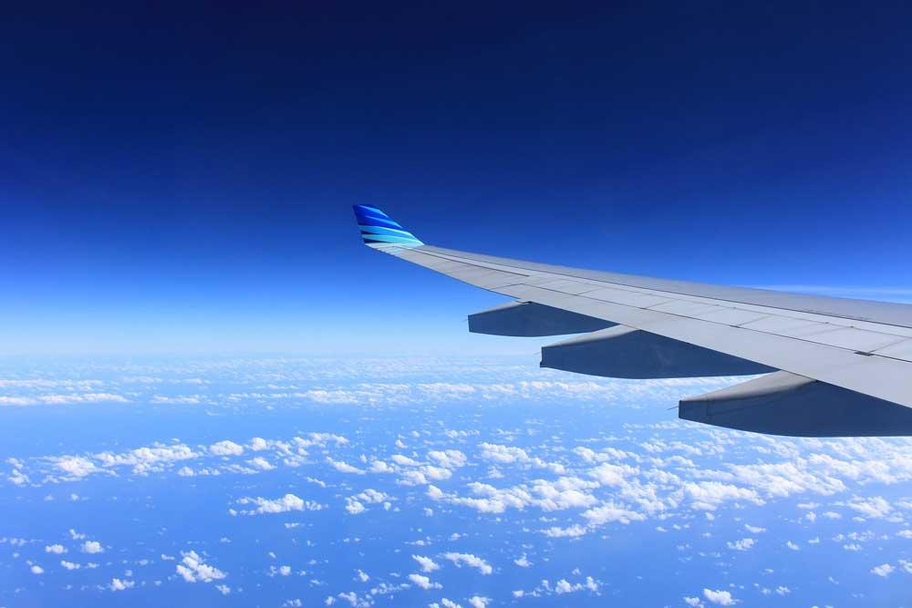 Der Flugtourismus floriert, aber immer mehr Flieger am Himmel belasten auch die Umwelt und Natur (Foto: Pixabay)