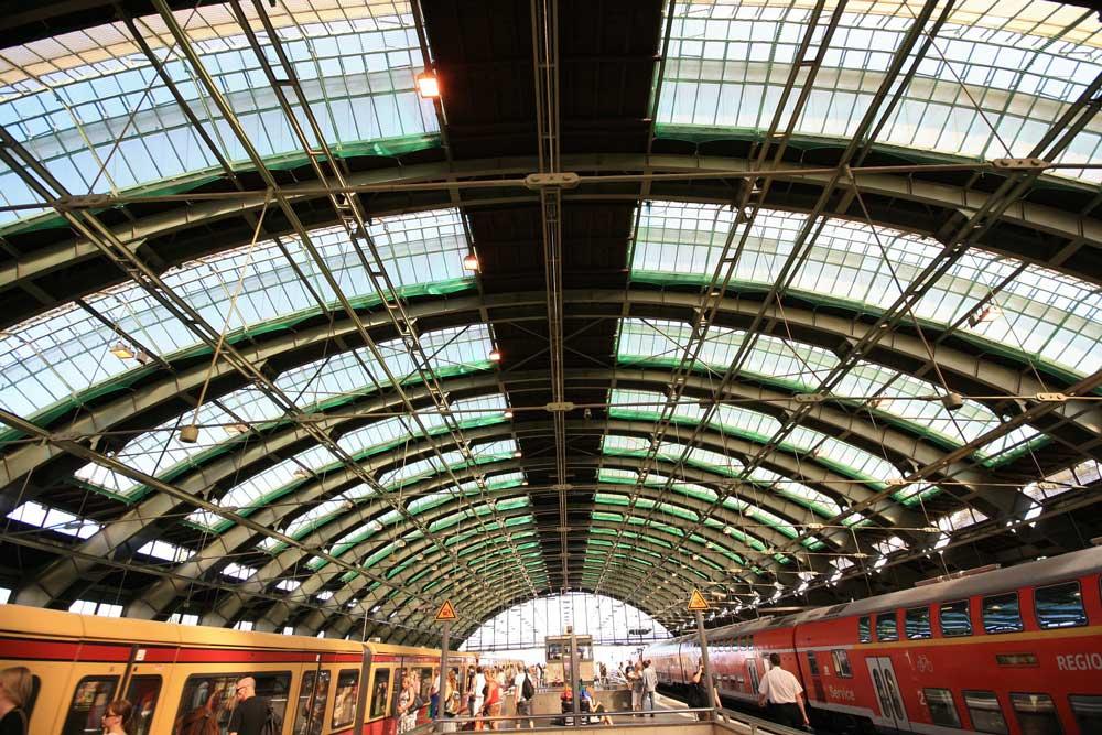 Alle Züge führen nach Berlin: Das Reiseland Deutschland setzt verstärkt auf die Sparschiene aus Österreich (Foto: Pixabay)