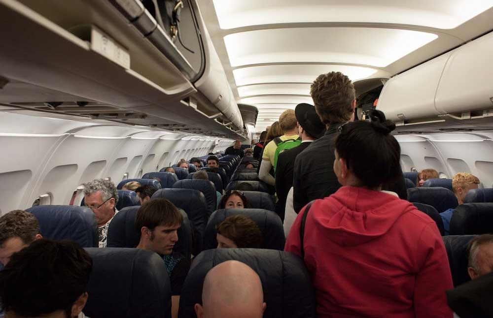Über den Wolken rasten immer mehr Passagiere aus und zwingen so den Piloten zu einer Ausweichlandung (Foto: Pixabay)