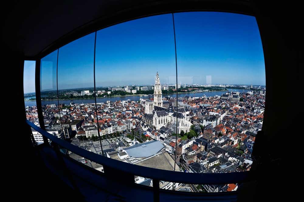 Die Kathedrale von Antwerpen ist das historische Wahrzeichen der Kultur- und Wirtschaftsmetropole im Norden Belgiens (Foto: Antwerpen Toerisme Congress, Dave Van Laere)