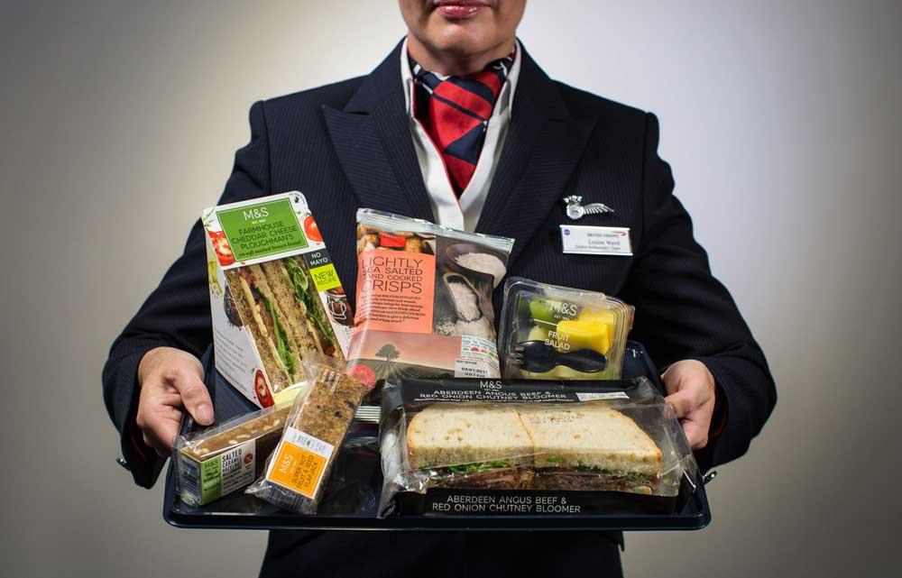 British Airways verabscheidet sich auf der Kurzstrecke von Gratis-Snacks und bittet Passagiere zur Kasse (Foto: Nick Morrish, British Airways)