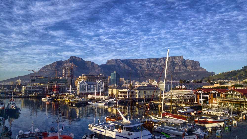 Kapstadt, die südafrikanische Metropole am Fuße des Tafelbergs, ist eine wichtige Destination für Geschäftsreisende und Touristen (Foto: Heinrich Botha, Pixabay)