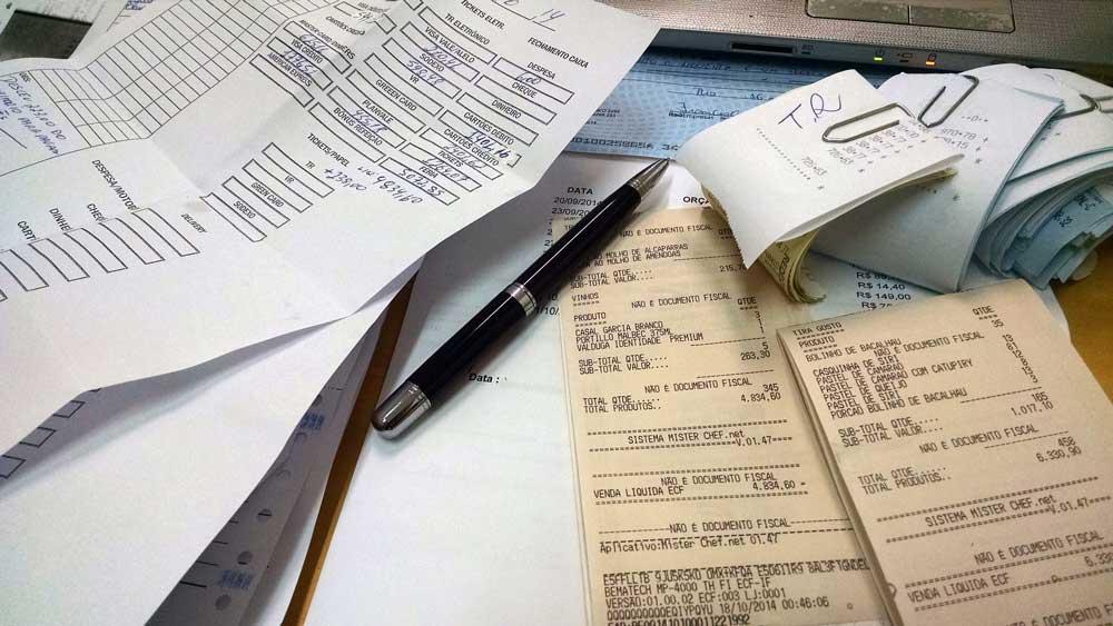 In vielen Unternehmen wird die Abrechnung der Reisekosten von Mitarbeitern noch immer manuell erledigt. Dabei geht wertvolle Arbeitszeit verloren (Foto: Adriano Gadini, Pixabay)