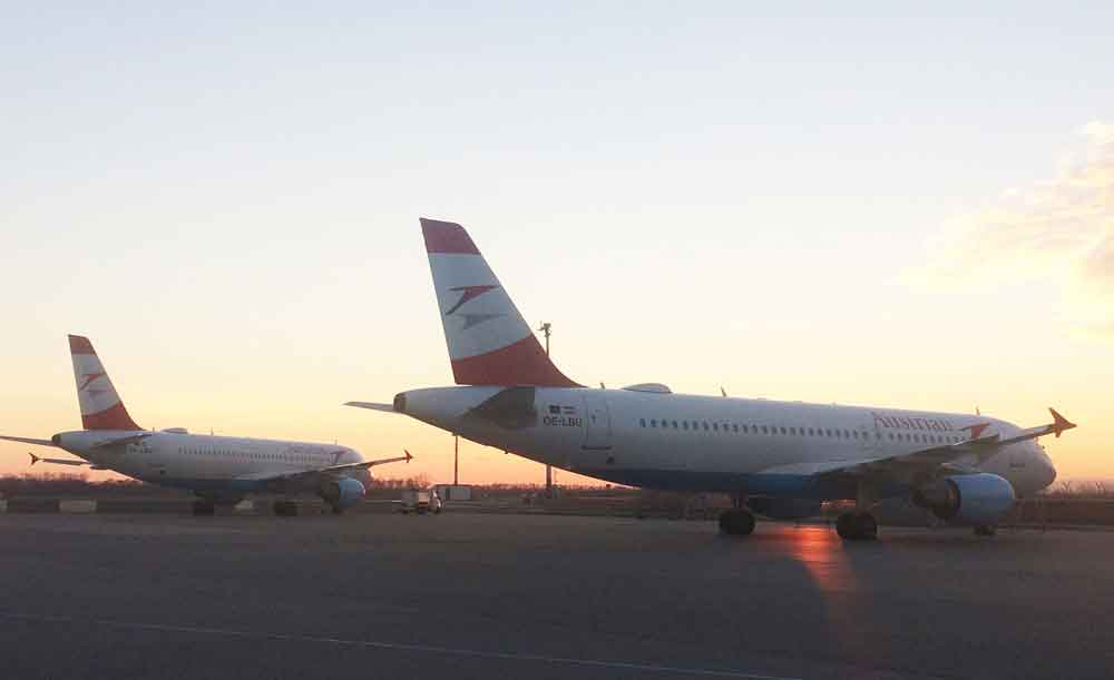 Geschäftsreisende und Urlauber können derzeit an Bord von vier Jets der Austrian Airlines testweise gratis im Internet surfen (Foto: Austrian Airlines)