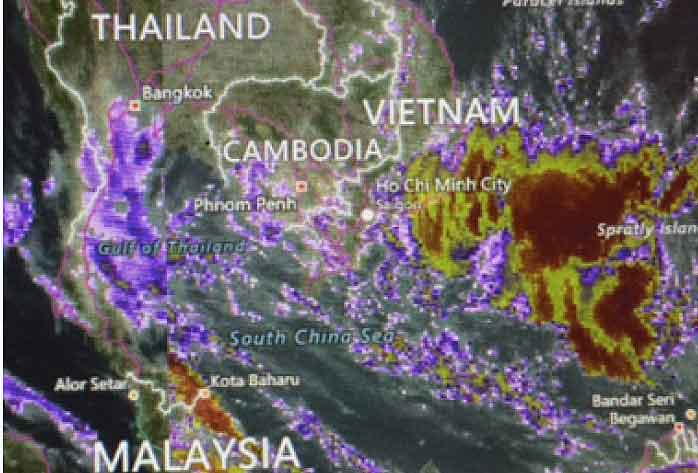 Noch immer werden schwerer Regenfälle in Thailand erwartet. Urlauber in Bangkok lassen sich trotzdem nicht das Sightseeing vermiesen