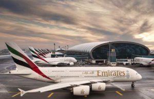 Fluglinie Emirates: Passagiermaschine am Flughafen von Dubai