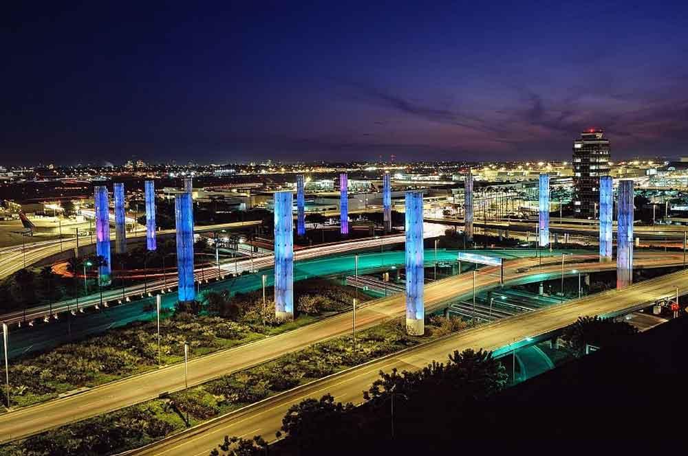 Auf dem Flughafen Los Angeles (LAX) müssen viele Airlines zu neuen Gates umziehen (Foto: Pixabay, Skeeze)