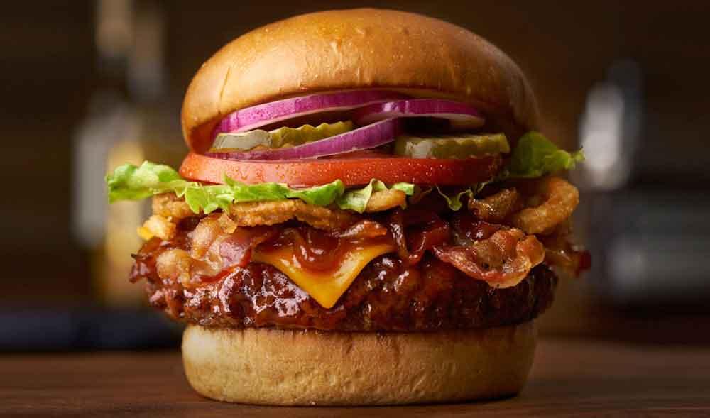Wie wär es mit einem mitgebrachten Burger als Bordverpflegung auf dem Flug in den Urlaub? (Foto: Smokehouse)