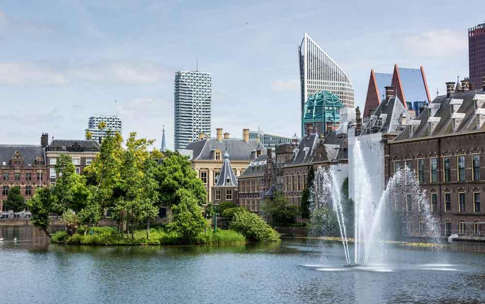 Den Haag ist nicht die Hauptstadt der Niederlande, aber Den Haag ist Sitz der Regierung und der königlichen Familie