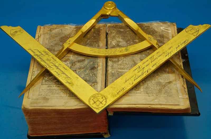 Eine Ausstellung im Historischen Museum Bern gibt Auskunft über die Freimaurer