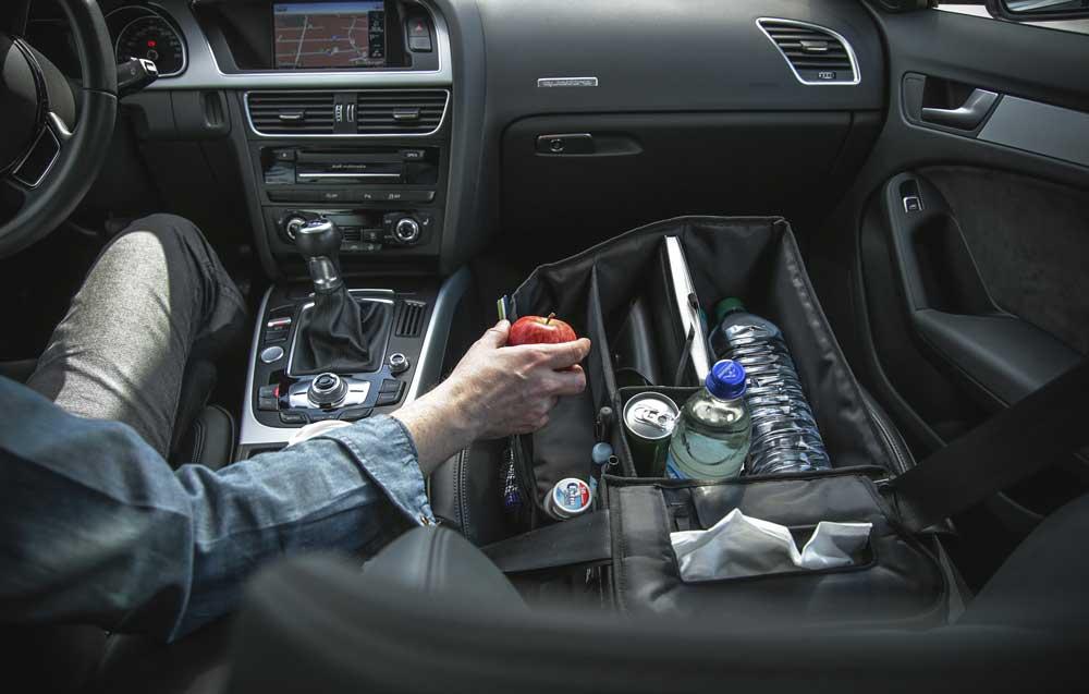 Slotpack: Nützliches Zubehör fürs Auto. Auf dem Beifahrersitz angeschnellt, verhindert Slotpack das Herumfliegen von Sachen