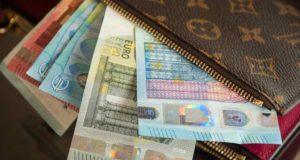 Urlauber müssen bei der Einreise am Flughafen in Bangkok ihr Bargeld vorzeigen (Foto: Jacqueline Macau, Pixabay)