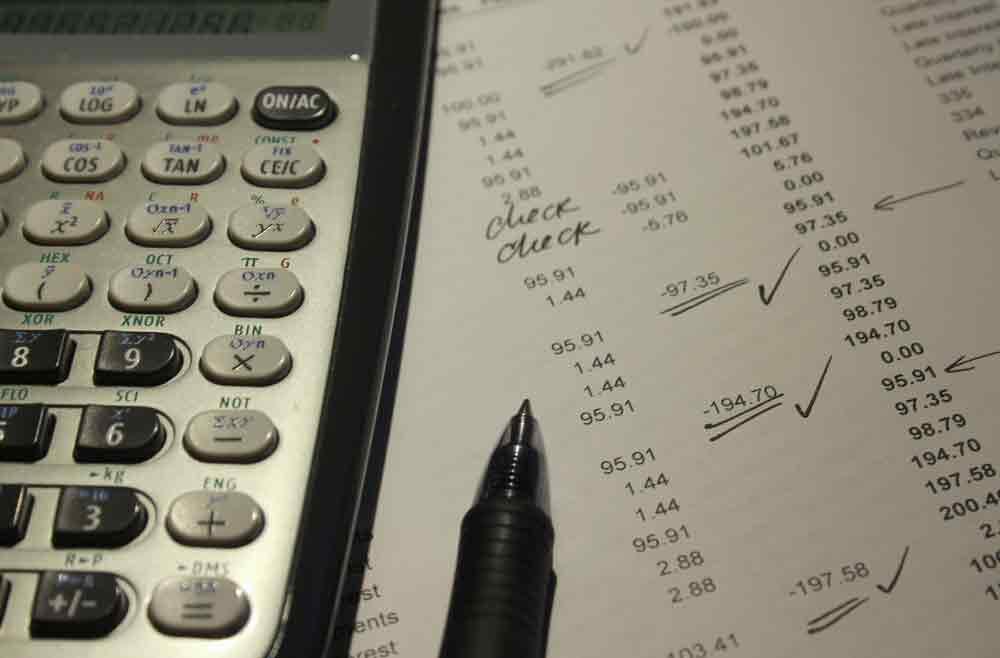 Noch immer Papierrechnungen, Tachenrechner und Formulare ausfüllen? Diese Zeiten sollten vorbei sein! Reiseabrechnungen können jetzt mit einem Klick erledigt werden (Foto: Pixabay)