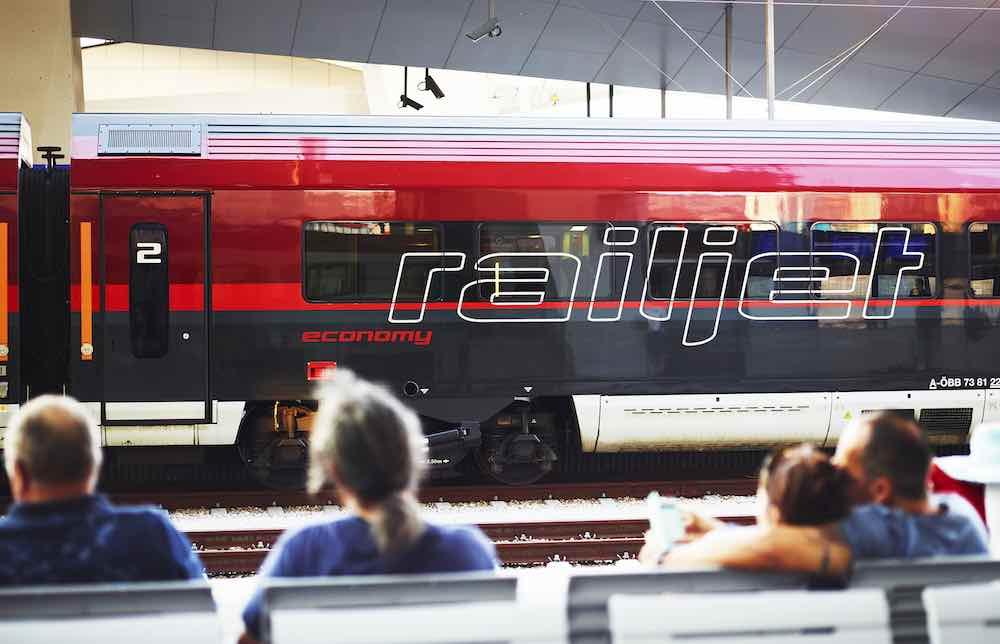 Mit AIRail von Salzburg und Linz direkt zum Flughafen Wien-Schwechat (Foto: © ÖBB/Philipp Horak)