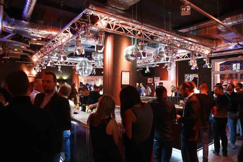 Beliebter Treffpunkt von Geschäftsreisenden und Urlauber ist die Bar in den Pentahotels