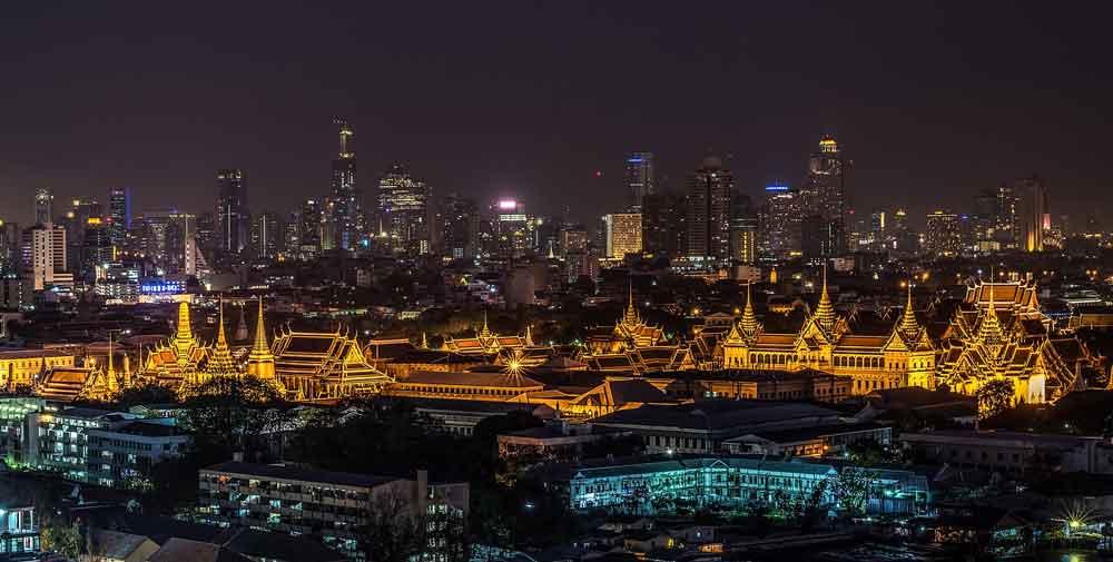 """Thai Airways: Beleuchteter """"Großer Palast"""" in Bangkok"""
