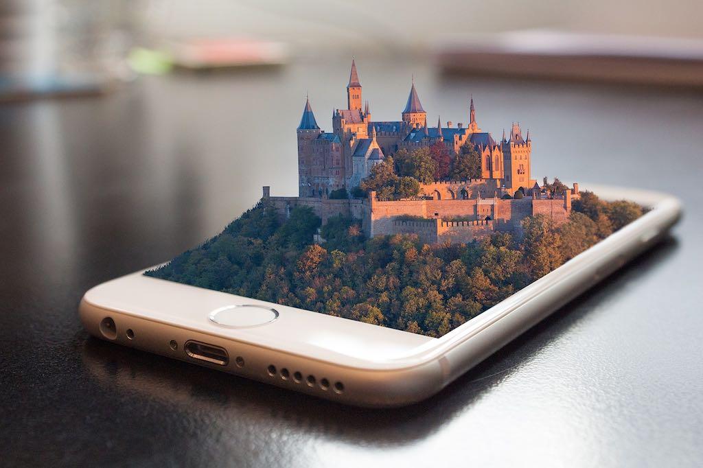 Mit diesem digitalen Lotse sind Sehenswürdigkeiten, Restaurants und wichtige Points of Interest zum Greifen nahe (Dave, Pixabay)