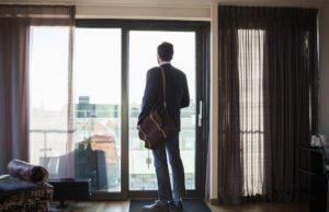 Internationale Umfrage zeigt: Geschäftsreisen machen Unternehmen und Mitarbeiter glücklich (Foto: GettyImages, Booking.com))