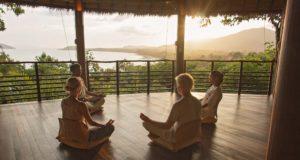 Gruppenmeditation im Resort Kamalaya auf Koh Samui (Foto: Kamalaya)
