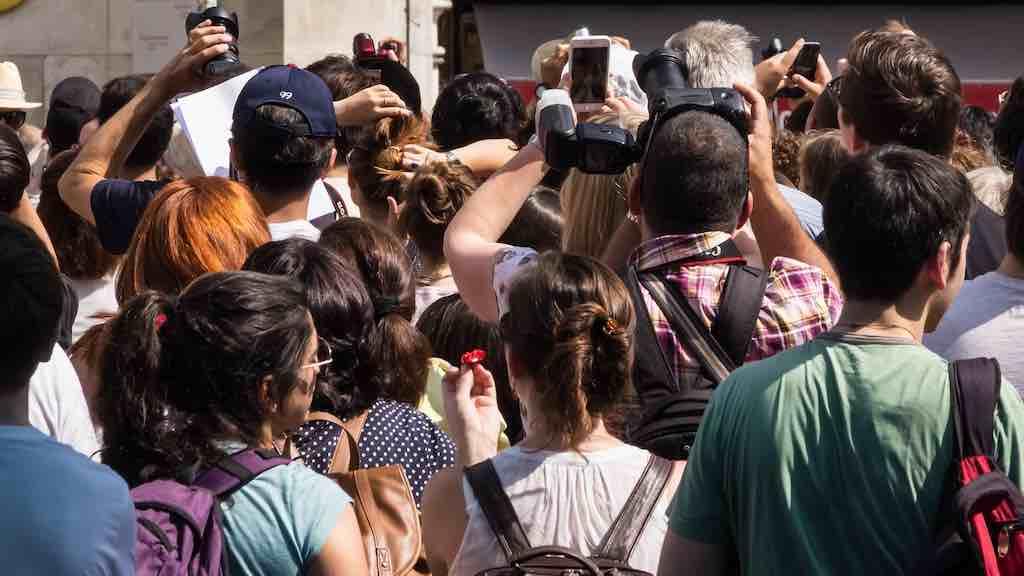 Massentourismus: Fotografierende Touristen