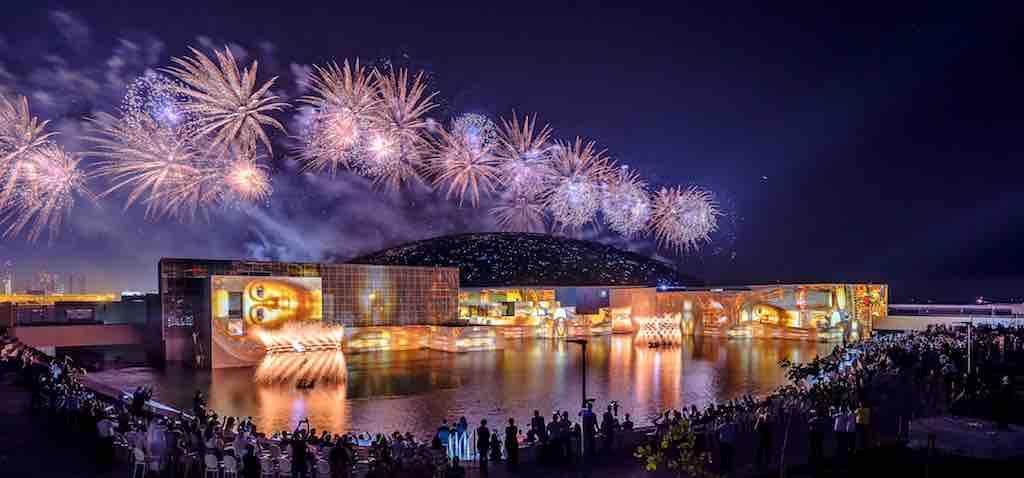 Abu Dhabi: Feuerwerk bei Eröffnung des Louvre Abu Dhabi