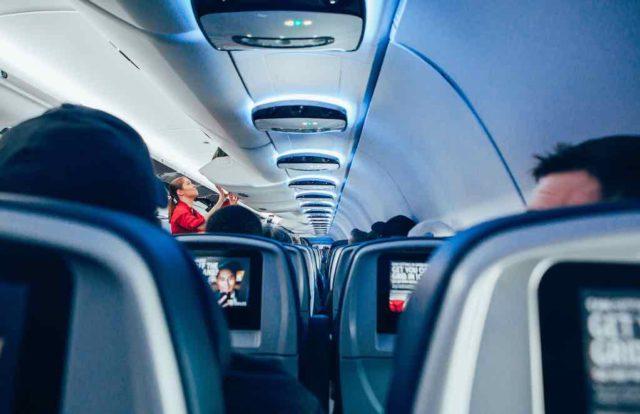 Besetzter Sitzplatz im Flugzeug