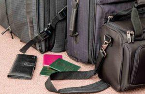 Businessreise planen: Koffer und Pässe