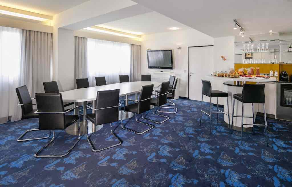 Im exklusiven Ambiente der Kepler Suite im 12. Stock des Arcotel Nike können Meetings für bis zu 12 Personen in privatem Rahmen abgehalten werden