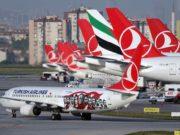 Mehrere Maschinen von Turkish Airlines auf dem Flughafen