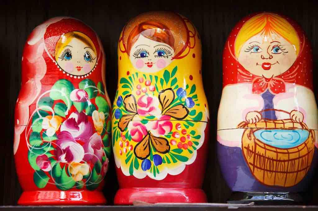 Geschäfte mit Russen erfordert Fingerspitzengefühl und viel Geduld – wie Auseinandernehmen der hölzernen Matrjioschkas (Foto: Pixabay)