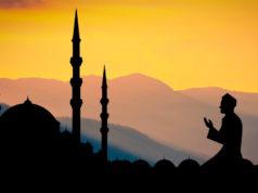 Betender Moslem: Fünf Tipps für Reisen im Fastenmonat Ramadan