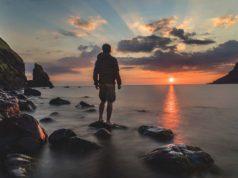 Bleisure TRavel: Ein Mann am Strand