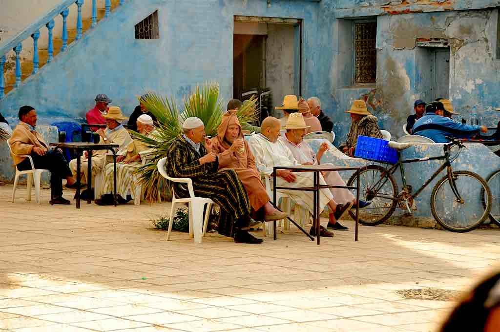 Siesta in der kleinen Küstenstadt Oued Laou in der Provinz Tétouan in der Region Tanger-Tétouan-Al Hoceïma im Norden Marokkos
